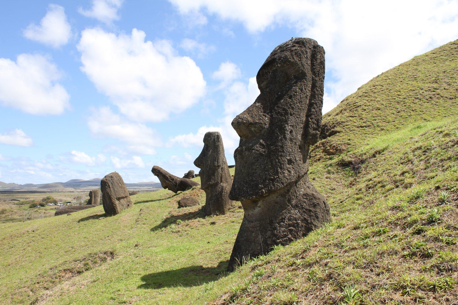 復活節島摩艾石像是常見的表情符號(Photo byThomas GriggsonUnsplash)