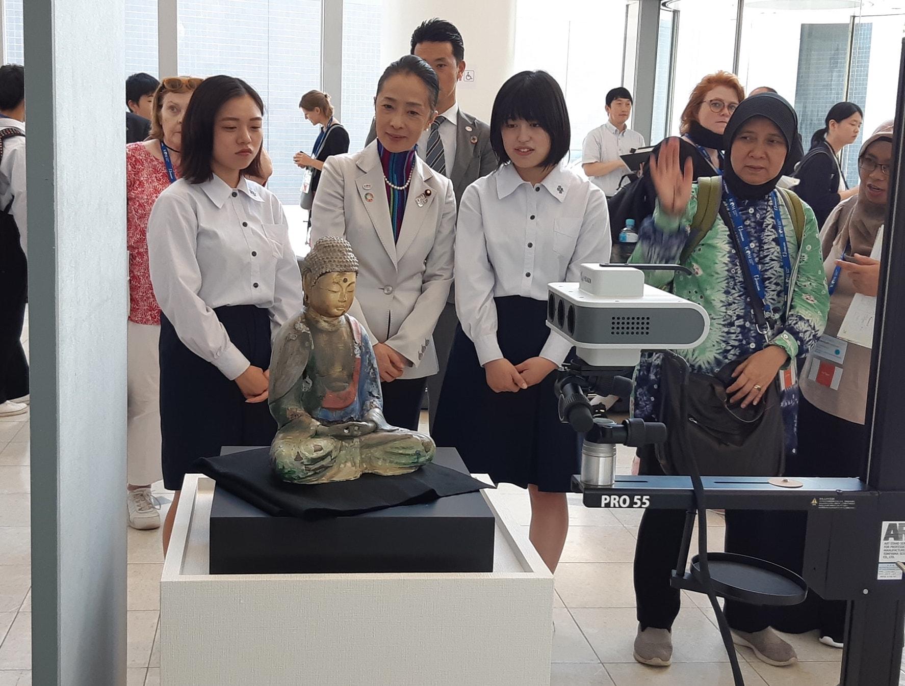和歌山職業高中的學生展示以3D列印複製文物的技術(嚴中佑攝影)