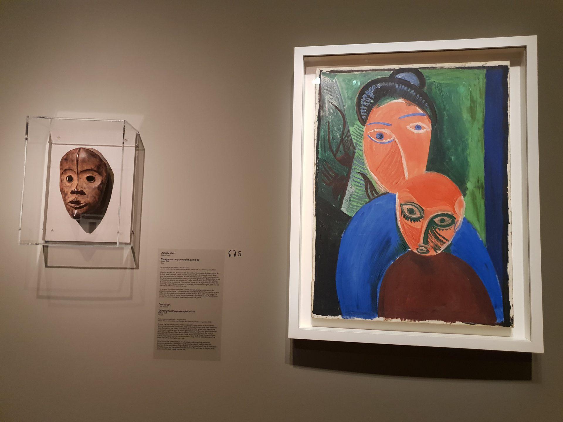 圖5 畢卡索〈母親與小孩〉和丹族(Dan)藝術家的面具 (攝影者/陳佳利)