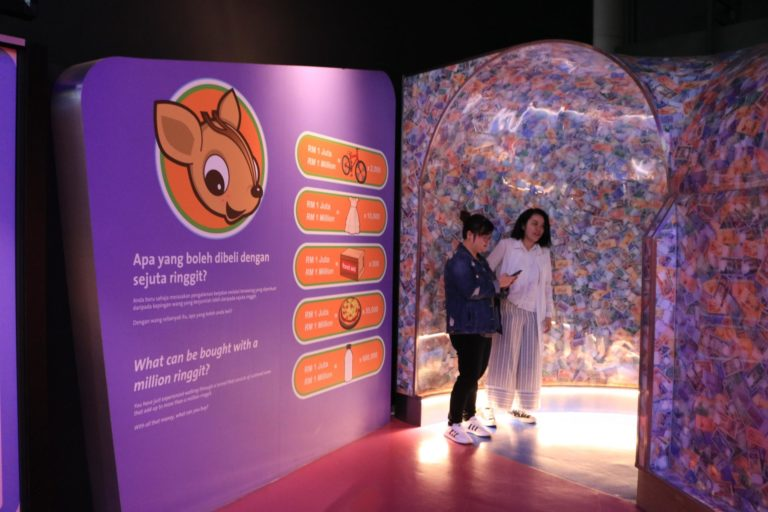 進入兒童廳前的百萬隧道(余佩軒∕攝)