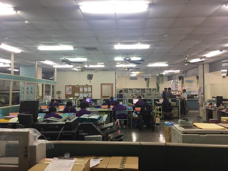愛加倍庇護工場投入有書如玉公益文創計畫示範產品生產線,攝影/黃英哲,2018。