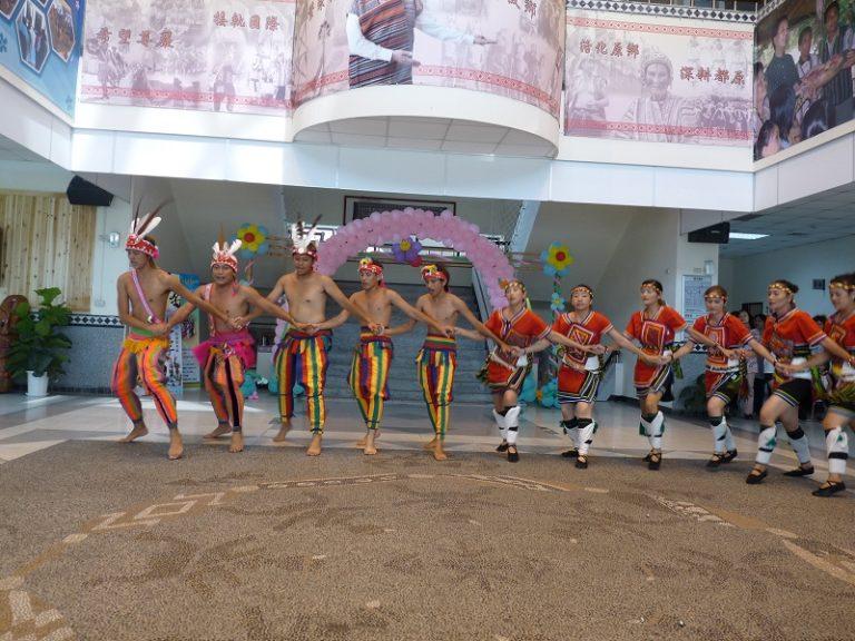 擁有專業舞團的桃園市原住民文化會館 (李莎莉攝於2010.8.18)