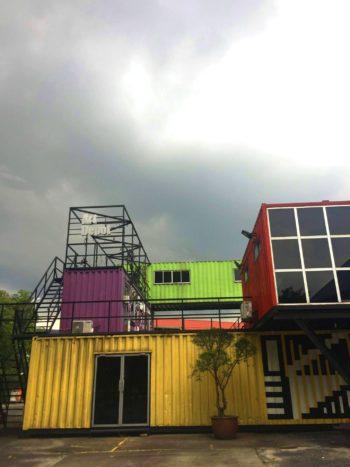 色彩繽紛的貨櫃屋工作室