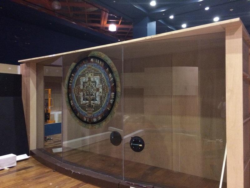 104西藏唐卡特展隔間,透過設計,重複使用歷次特展保留之材料而製。