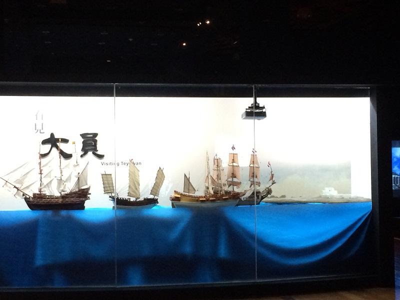 106年東方金銀島特展文物櫃,透過設計,重複使用歷次特展保留之材料而製。