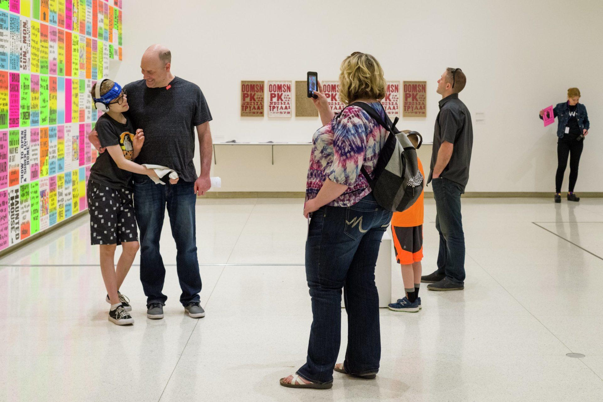 沃克藝術中心的「感覺友善日」令更多觀眾可自在享受美術館時光 (攝影: Galen Fletcher, Walker Art Center)