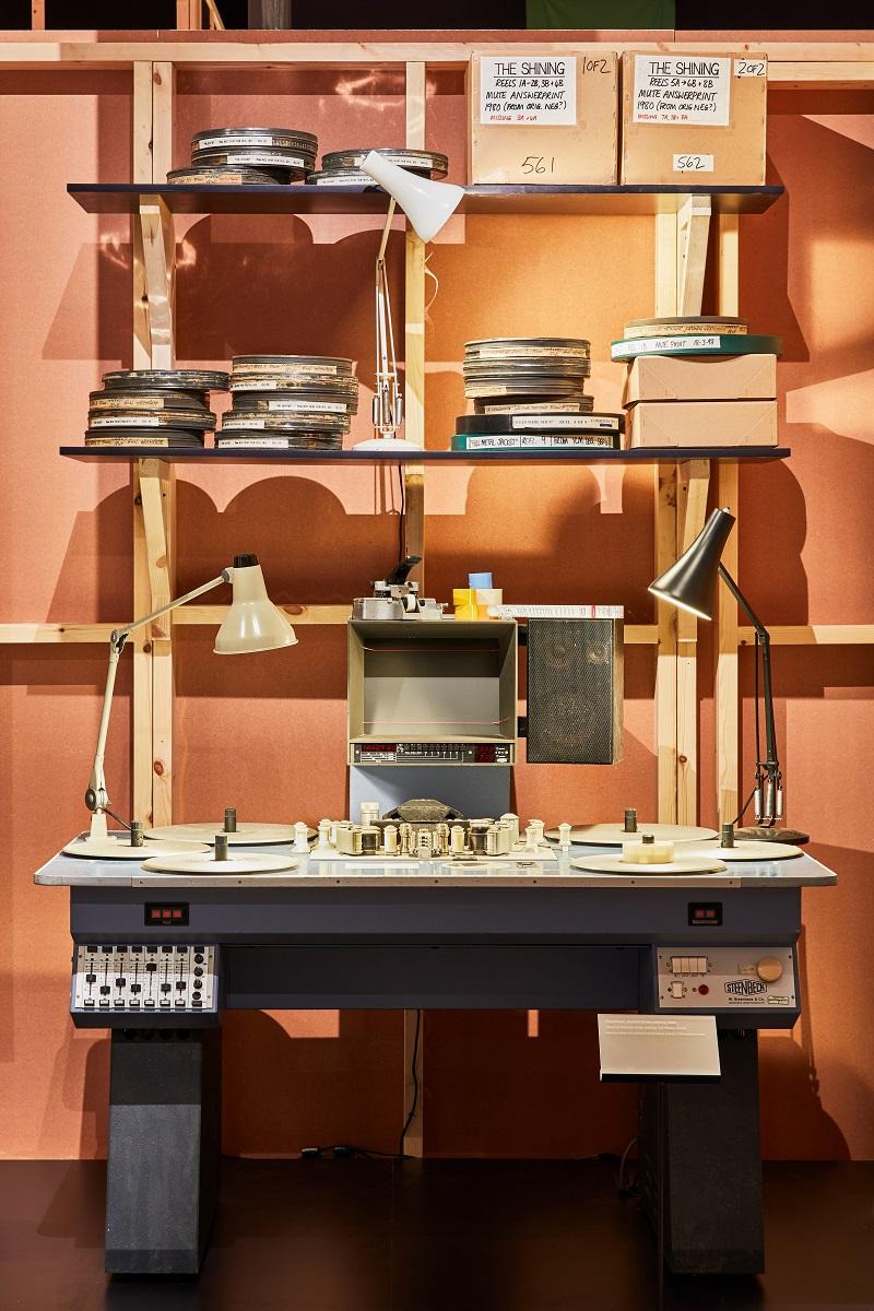 庫柏力克在拍攝《金甲部隊》時所使用的35mm剪接桌。Image courtesy of the Design Museum, London.