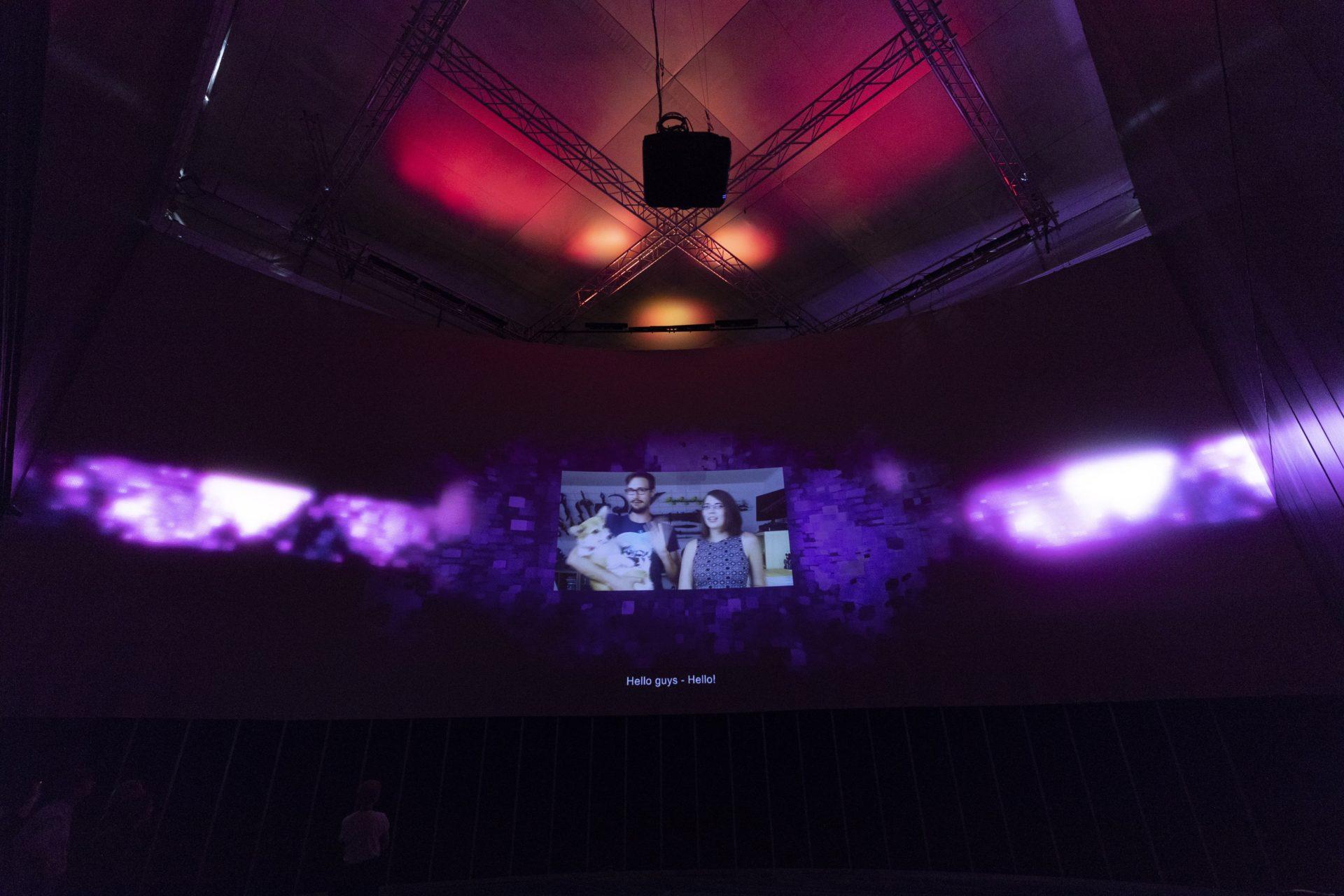「遊戲」(Play)展區以沈浸式裝置,呈現玩家在真實和虛擬世界中所扮演的角色。