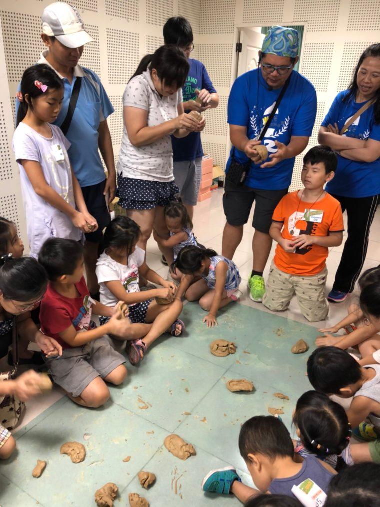 第二屆市民學藝員專題任務-新屋稻米故事館的「逗米時光fun假趣系列活動」中的童玩體驗活動(攝/陳品倩)
