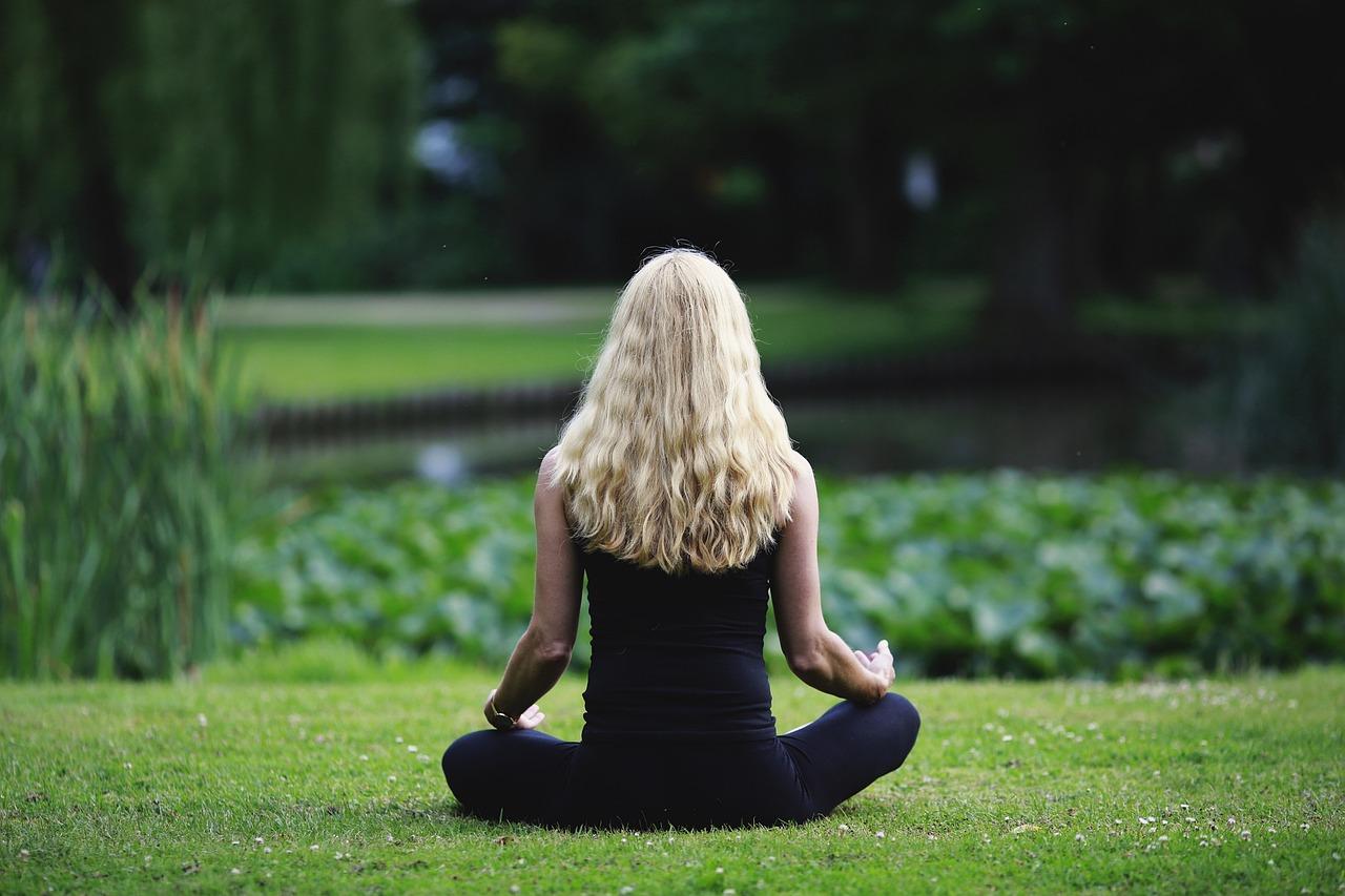 醫界及學界普遍認為透過靜坐冥想進行正念練習有益身心健康。Image by Binja69, ViaPixabay