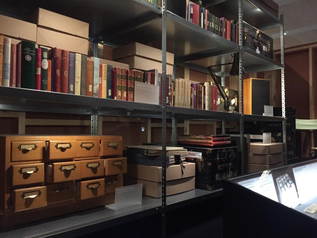 此項展覽的文獻資料多來自倫敦藝術大學的特殊文獻典藏中心,圖中左下角的索引櫃即為庫柏力克當時籌備拿破崙計畫所用的櫃子。攝影:戴映萱。