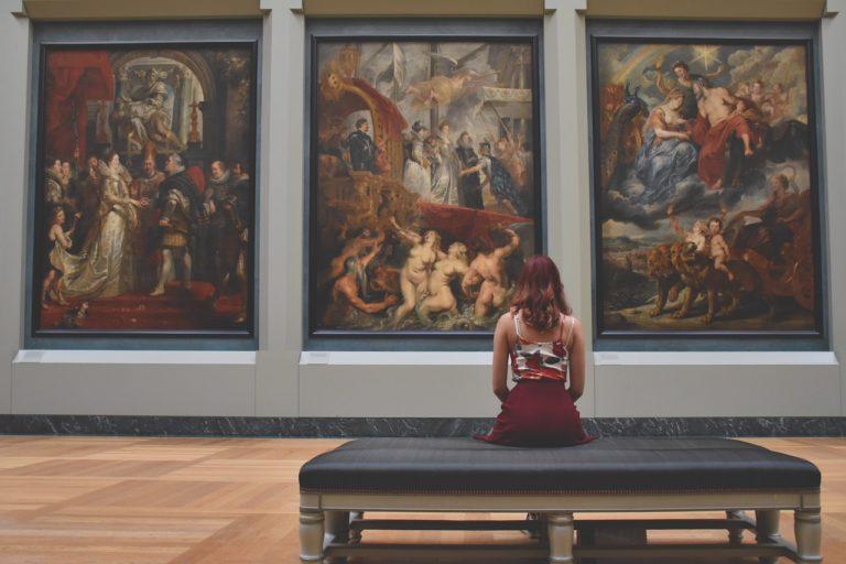 人們可以在博物館物件中「看到自己」,對物件的反應也被視為「了解自己」的方式 (圖片來源: Pixabay)